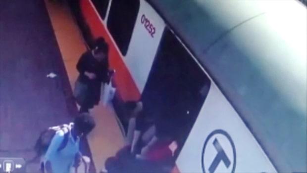 Skräcken: Fastnar med benet mellan tåget och plattformen