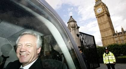 Torypolitikern David Davis röstade mot en terroristlag och avgick sedan. Vilken svensk borgerlig politiker vågar rösta emot Sten Tolgfors FRA-lag? Foto: Luke Macgregor