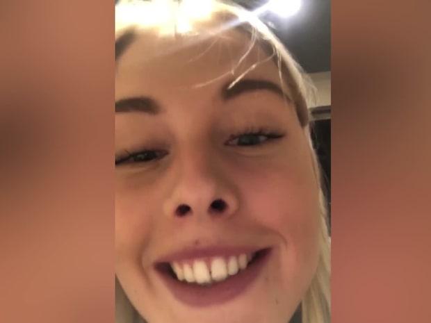 Amanda fastnade på  toaletten – fick skruvas loss