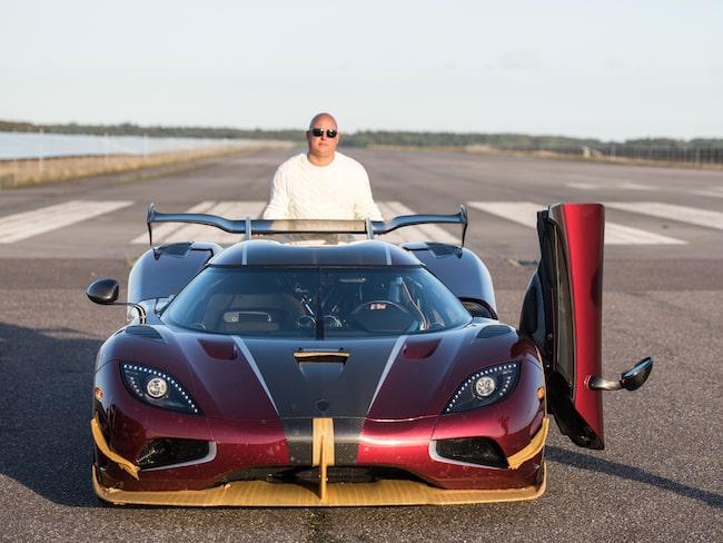 Grundaren Christian von Koenigsegg med Agera RS, modellen som är världens snabbaste väglagliga bil.