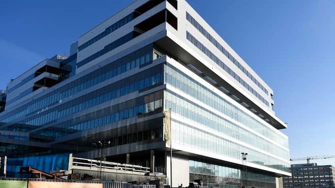 Nya Karolinska universitetssjukhuset är ett virrvarr av svarta pengar i en ekobrottshärva, kritiserad skatteplanering i Luxemburg, platsbrist, IT-störningar, patientsäkerhetsrisker och förskräckande kostnader för managementkonsulter. Foto: HENRIK MONTGOMERY/TT / TT NYHETSBYRÅN