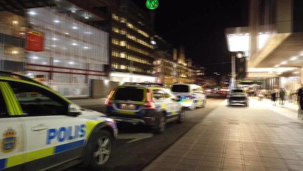 Man attackerad mitt i galleria i Stockholm