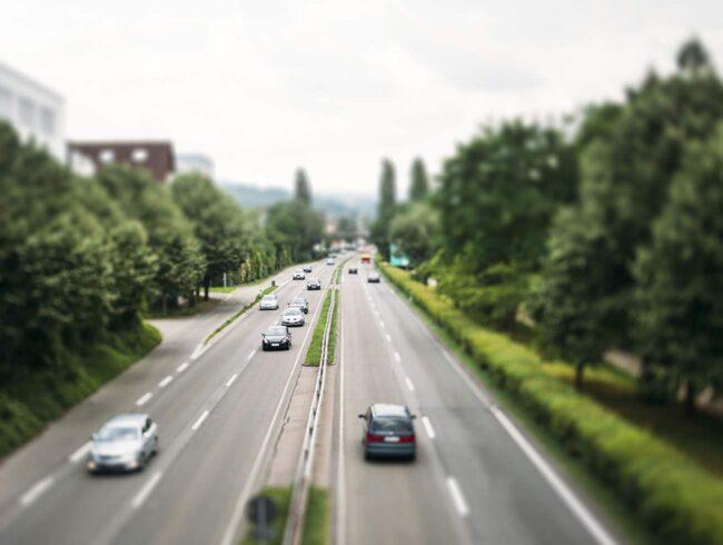 I Tyskland  är det förbjudet att stanna på  Autobahn. Enda godtagbara skälet  är punktering.