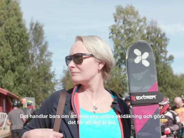 Hon ger alla äldre chansen att utöva alpin skidåkning