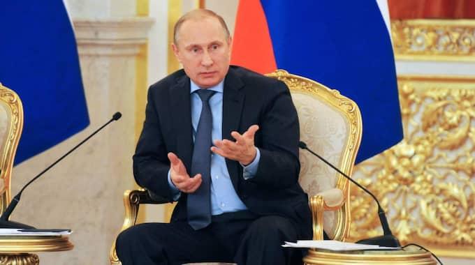 Brittiska utredarenmenar att Vladimir Putin godkände – och låg bakom – det misstänkta giftmordet. Foto: AP