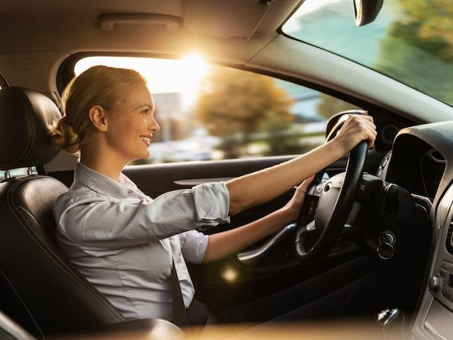 Förare som kör lite och lugnt kan sänka sin försäkringspremie rejält. Moderna Försäkringar lanserar dessutom en ny försäkring där ålder inte spelar någon roll.