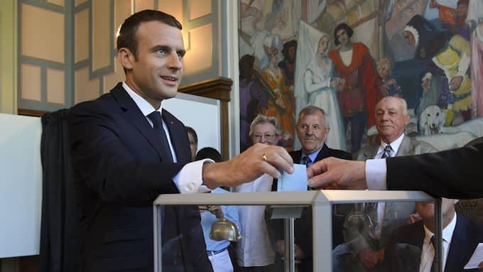 Bild från när Emmanuel Macron röstar i den andra valomgången. Foto: CHRISTOPHE ARCHAMBAULT / POOL / EPA / TT / EPA TT NYHETSBYRÅN