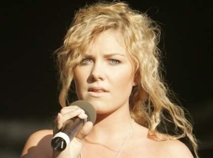 """Clara Hagman när hon medverkade i Lotta Engbergs """"Allsång på Liseberg"""" 2008. Foto: Tommy Holl"""
