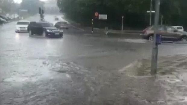 """Meteorologen: """"Regnskurarna rör sig sakta, sakta norrut"""""""
