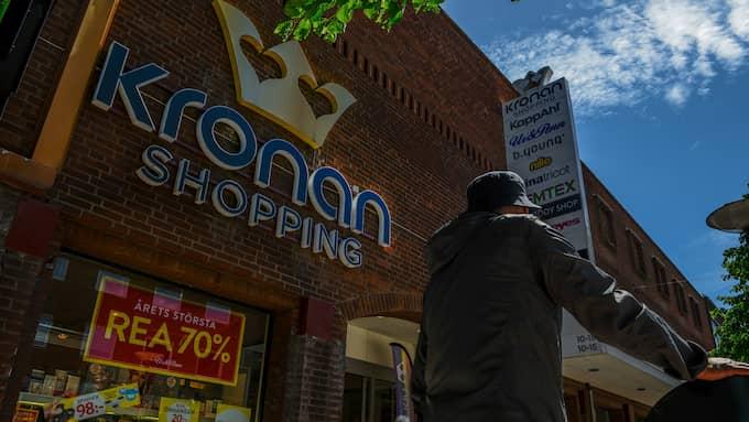 Gallerian Kronan i Falkenberg består av ett drygt tiotal butiker. I år har man haft stora problem med ungdomsgäng. Foto: Hanna Brunlöf