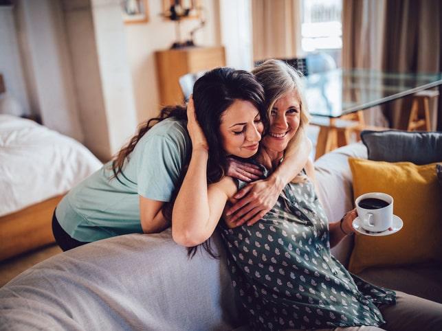Mors dag. Dagen då många uppvaktar inte bara mamma utan också sin partner med en present. Men tänk noga igenom vad du ska ge i present, så att mottagandet inte blir helt fel...