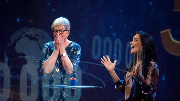 I kvällens Bingolotto vann Yvonne och Lars-Åke Österberg från Moholm tre miljoner kronor. Foto: Johan Carlén