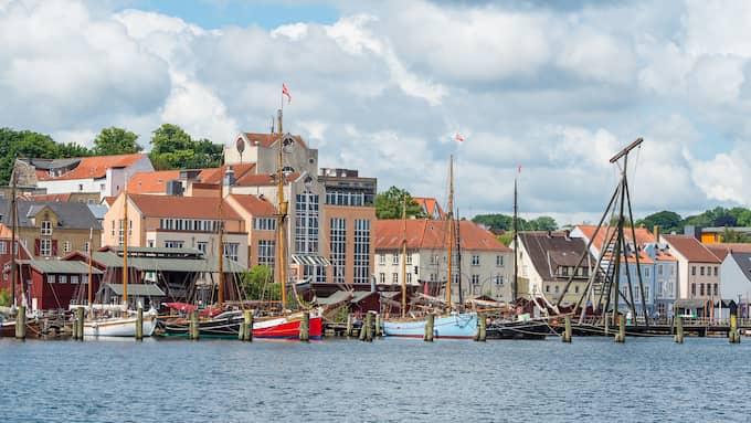 Tyska Flensburg ligger vid vattnet, precis på gränsen till Danmark. Foto: Benjamin Nolte/pressbild