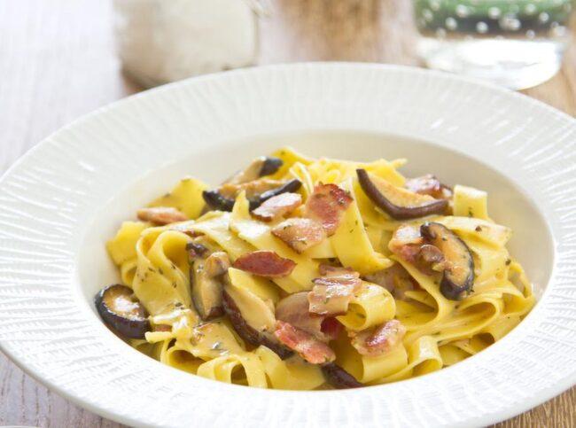 Pasta passar bra som rejäl mat tre till fyra timmar före passet.