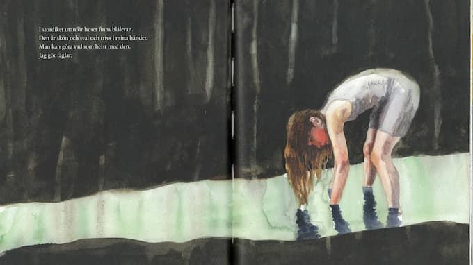Den blivande konstnären arbetar med blålera. Foto: Illustration: Sara Lundberg.