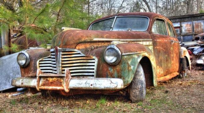 BLIR EJ OLAGLIG. Det kommer att vara tillåtet att ha gamla bilar på tomten även i fortsättningen.