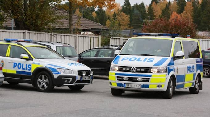 Polisinsatsen i området är stor. Foto: Marco Blomberg
