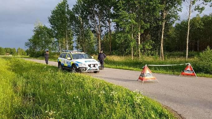 Polisen spärrade av platsen. Foto: Läsarbild