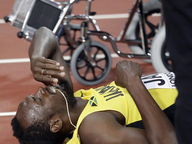 Usain Bolt faller i karriärens sista lopp
