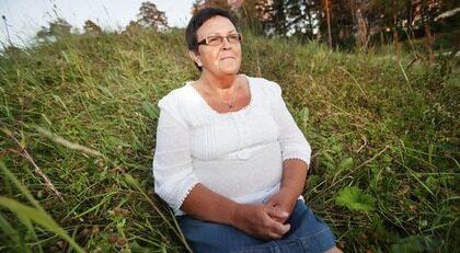 """LINDRA VÄRKEN. """"Jag var ständigt spänd i kroppen och kunde knappt röra mig"""", berättar Elisabeth Alexandersson, 59."""