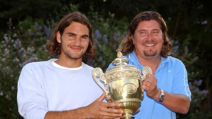 Peter Lundgren och Roger Federer med Wimbledon-pokalen 2003 Foto: ROBIN HUME / © BILDBYRÅN