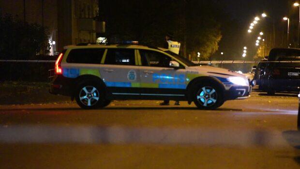 Man ihjälskjuten – polisen jagar bil