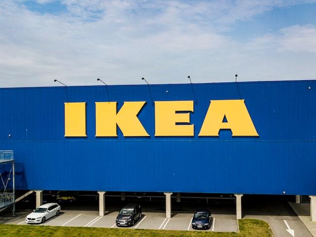 Ikea låter nu alla chaufförer, som kommer till distributionscentralerna i Älmhult och Torsvik, blåsa i alkomätare.