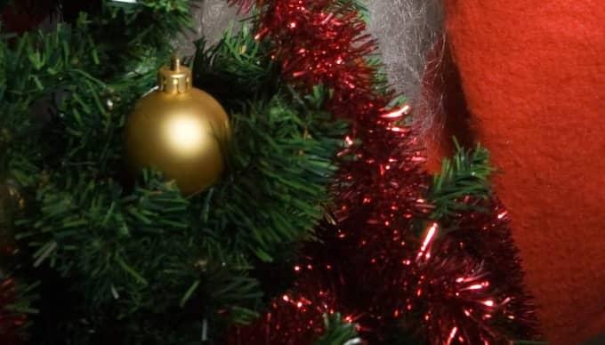 Julen är en högtid med traditioner, men också en tid präglad av en tilltagande julklappshets, skriver Roland Utbult.