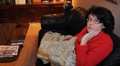 """Ulla Nihtinen, 52, vill gärna jobba, och har arbetstränat i år. Men då blev hon sjukare av stressen. Nu känner hon sig inte tillräckligt frisk för att vara med i arbetsförmedlingens introduktionsprogram, som erbjuds till alla utförsäkrade. """"För mig återstår bara socialbidrag"""", säger hon. Foto: Jana Christina Eriksson"""