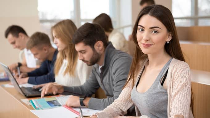 Flera hundra kronor mer i månaden kommer gymnasieelever och universitetsstudenter att få från och med nästa år. (OBS, bilden är en genrebild och har ingenting med artikeln att göra) Foto: Shutterstock