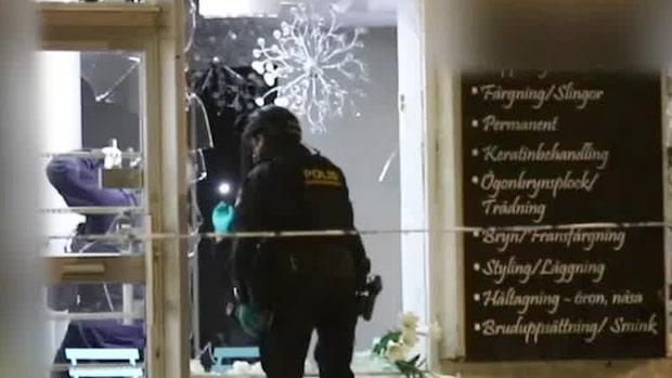 Fönster krossade – explosion på frisersalong