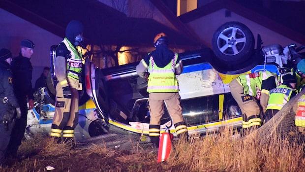 Polis dog i olycka under utryckning