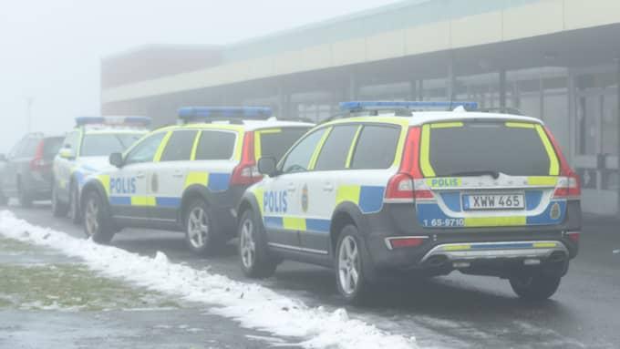 Polisen ryckte ut med ett stort pådrag efter händelsen. Foto: Jens Christian/topnews.se