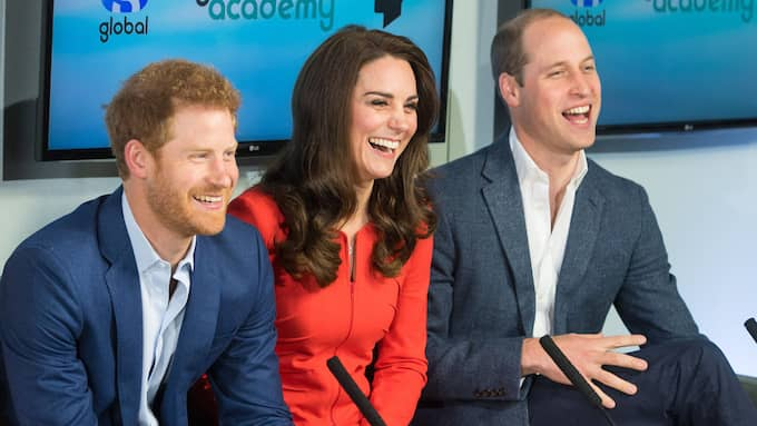 Prins Harry med Kate Middleton och Prins William Foto: DOMINIC LIPINSKI
