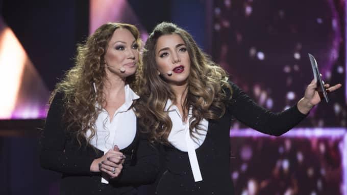 Charlotte Perrelli och Gina Dirawi som programledare för andra delfinalen. Foto: Sven Lindwall