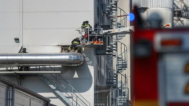 Brand i fabrik i Lidköping