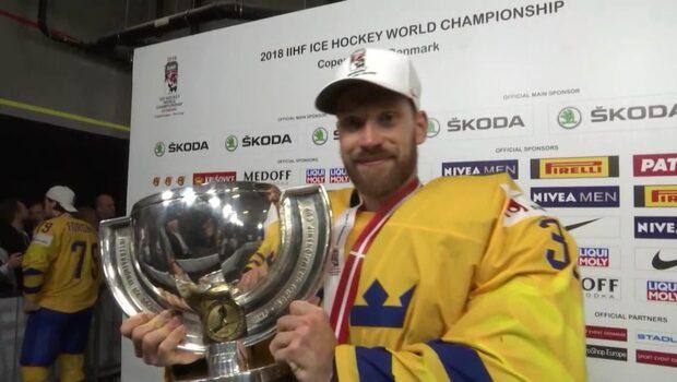 TV: Anders Nilsson visar upp guldbucklan