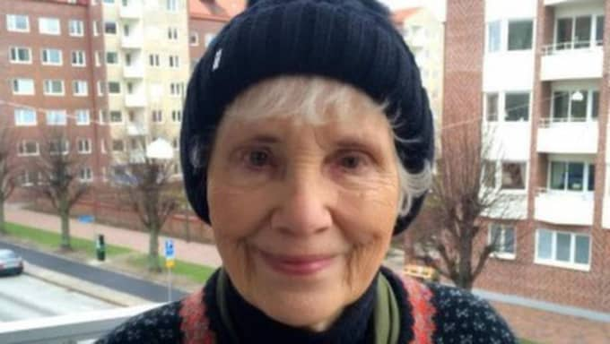 """""""Jag tycker att det är otroligt att ett 'gammalt skrälle', som jag känner mig som ibland, kan få kontakt och prata med yngre människor som jag aldrig pratat med tidigare"""", säger Dorrit Fredriksson till Expressen."""