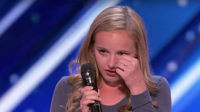 Evie Clair, 13, berättar sin historia under sin America's Got Talent-audition. Foto: Youtube