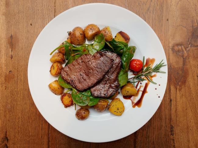"""""""Så länge personen äter det rekommenderade dagliga intaget av protein, det kvittar varifrån det kommer, så kommer det förbättra deras muskelhälsa"""", säger studieförfattaren Kelsey Mangano."""