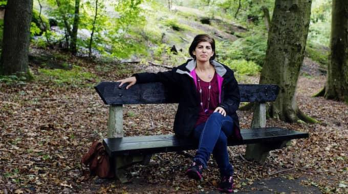 """Längtan efter mer. """"Jag längtar efter det öppenhjärtiga sociala umgänget i Albanien, min släkt och mina vänner. Men så mycket har ändrats att det nog skulle vara svårt att känna sig hemma där nu. Och min dotter ska få växa upp i Sverige"""", säger Violeta Nilsson. Foto: Anna Svanberg"""