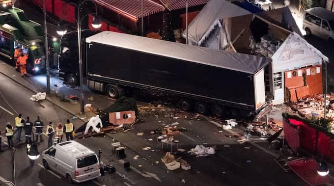 """Jag tänker på en SVT-rubrik om terrordådet vid jul: """"Lastbil körde in i folkmassa i Berlin"""". Den fick en Facebookanvändare att ironiskt utbrista: """"Ska jag vara rädd för LASTBILAR nu?"""", skriver Lars Lindström. Foto: Bernd Von Jutrczenka / Epa / Tt / EPA TT NYHETSBYRÅN"""