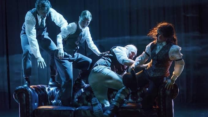 """Ur """"Dr Moreaus ö"""" på Moment:teater. Foto: PETTER COHEN"""