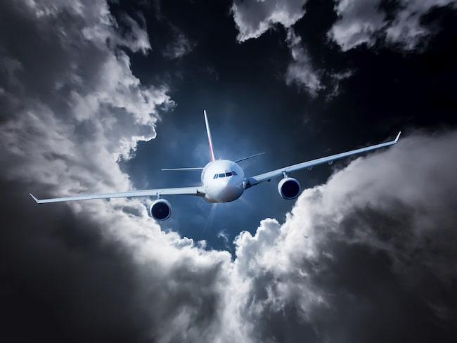 Sitt långt fram i flygplanet, där känns gupp och skakningar allra minst.
