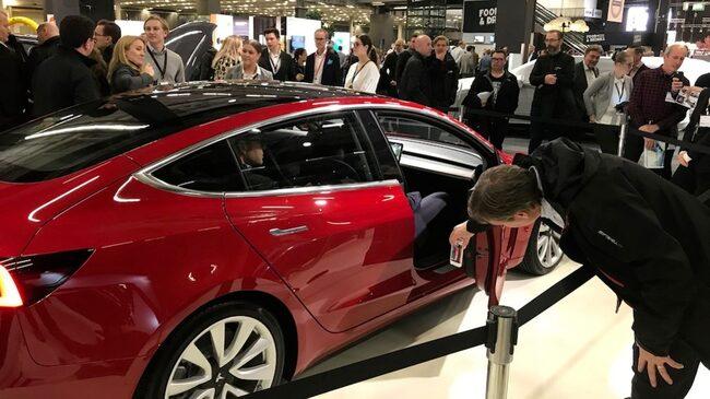 Tesla Model 3 drar till sig flest besökare.