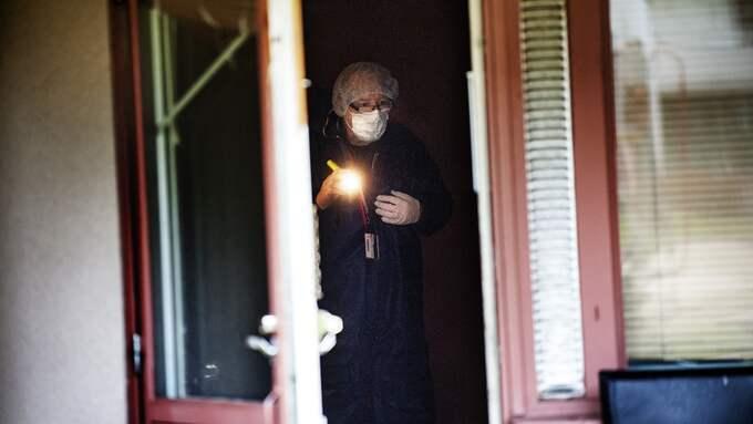 Dråpet 2012. En yngre man avled efter att ha blivit knivskuren i en lägenhet i Alingsås. Mannen som greps i Nordstan under torsdagen dömdes för brottet. Foto: ALEX LJUNGDAHL