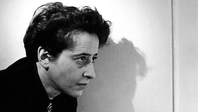 Hannah Arendt skrev mitt i historiens förbiilande ögonblick. Bilden är tagen i New York, 1944. Foto: FRED STEIN