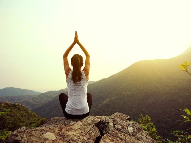Yoga har positiva effekter på vår mentala hälsa.