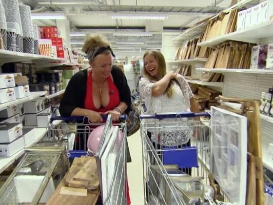 När kompisarna Johanna och Elin åker till Ullared har de en väl testat taktik för sin shoppingrunda.