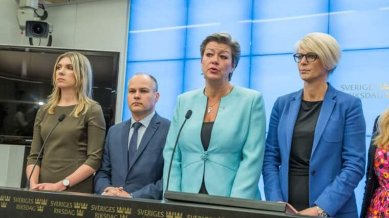 I höstens migrationsuppgörelse bestämde regeringen och alliansen att jobb skulle ge permanent uppehållstillstånd. Foto: PELLE T NILSSON/AOP-IBL/AL